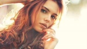 modelo pelo rojo